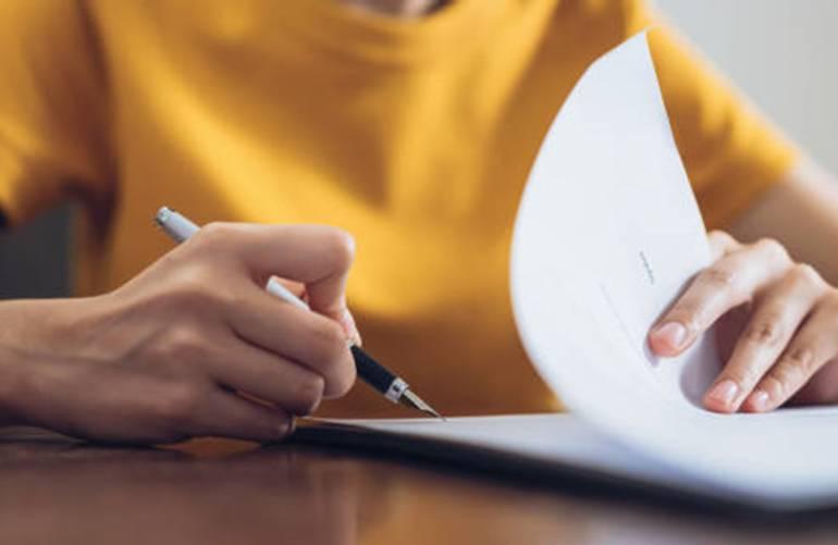9 astuces pour effacer l'encre du stylo sur le papier