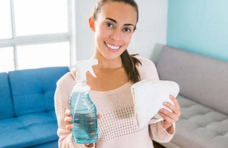 6 conseils et 10 astuces pour enlever mauvaise odeur sur un canapé tissu