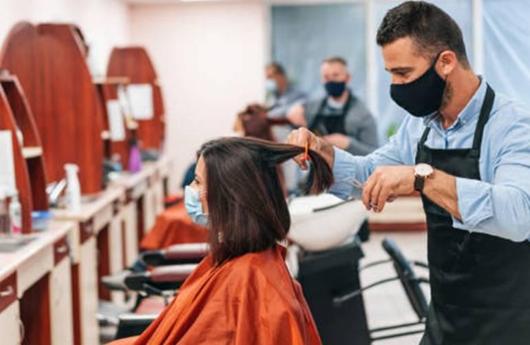 comment se faire couper les cheveux gratuitement ou presque