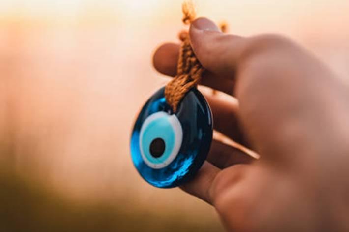 contre le mauvais oeil, l'oeil bleu turque
