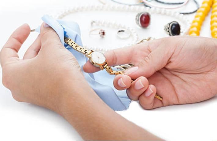 10 astuces pour nettoyer un bijou en plaqué or