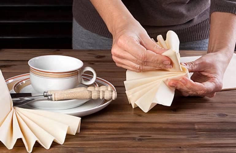 modèles pour plier les serviettes de table