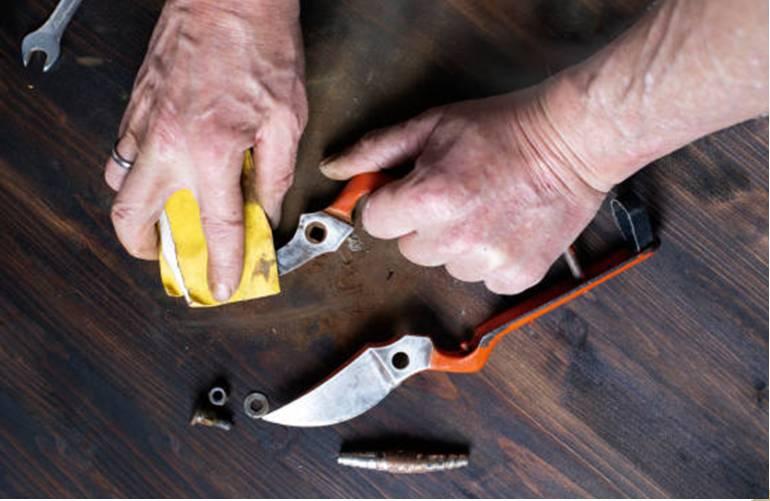 comment enlever la rouille sur du métal, du bois, carrelage ou lino