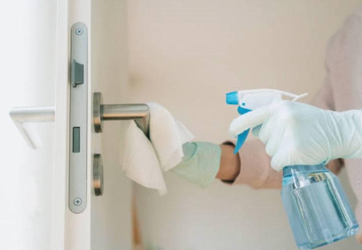 nettoyer et désinfecter avec désinfectant naturel