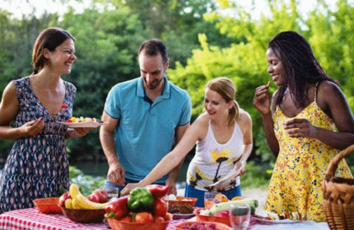 inviter ou etre invité chez des amis savoir vivre