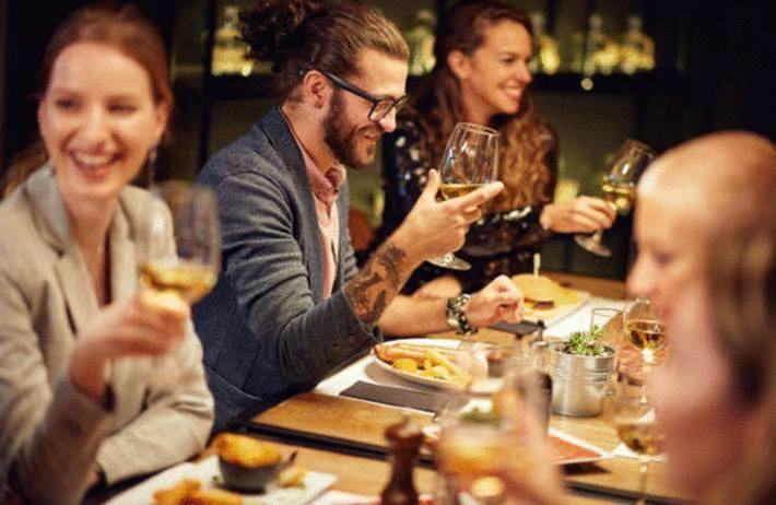 comment placer ses amis à table
