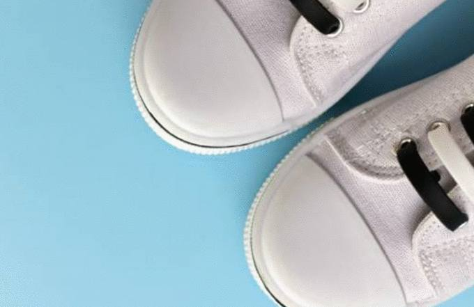 comment nettoyer chaussures blanches tissus