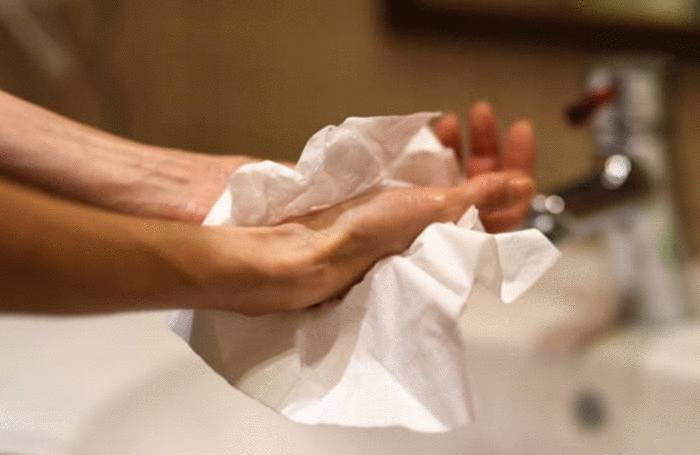 comment nettoyer les taches sur les mains et les doigts