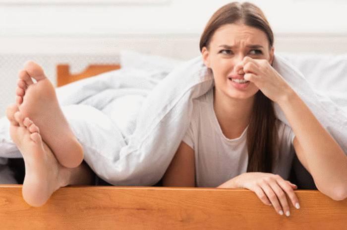 comment soigner pieds qui transpirent