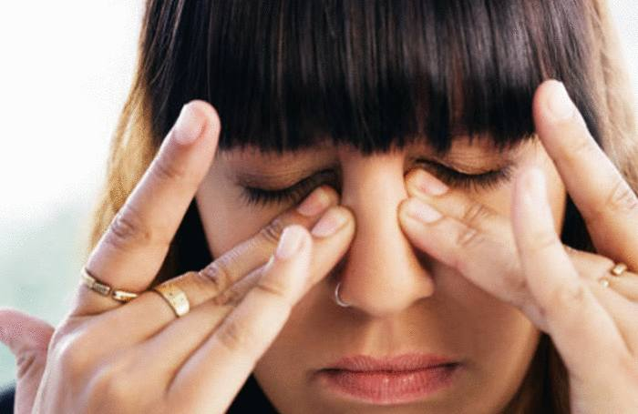 comment enlever une poussière dans l'oeil sans l'irriter