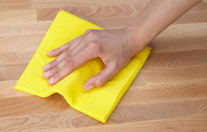 avec quoi nettoyer tache table bois
