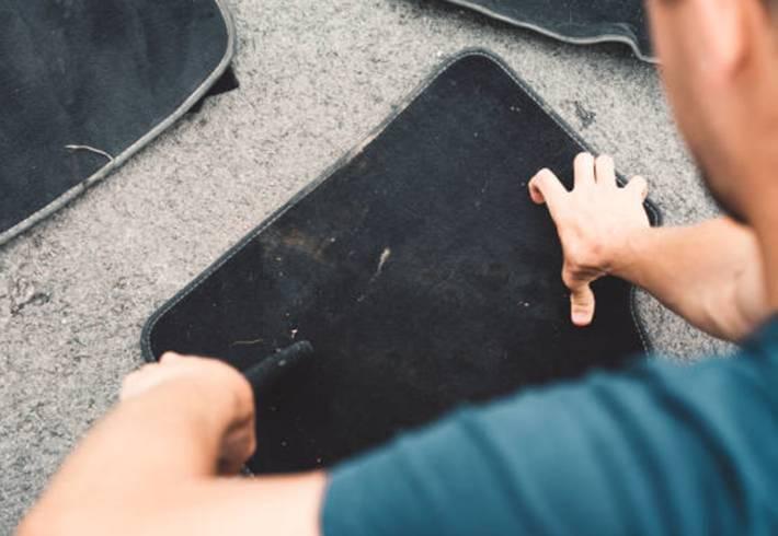 10 solutions pour enlever vomi sur un tapis
