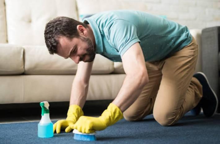 10 astuces pour nettoyer efficacement une tache de vomi