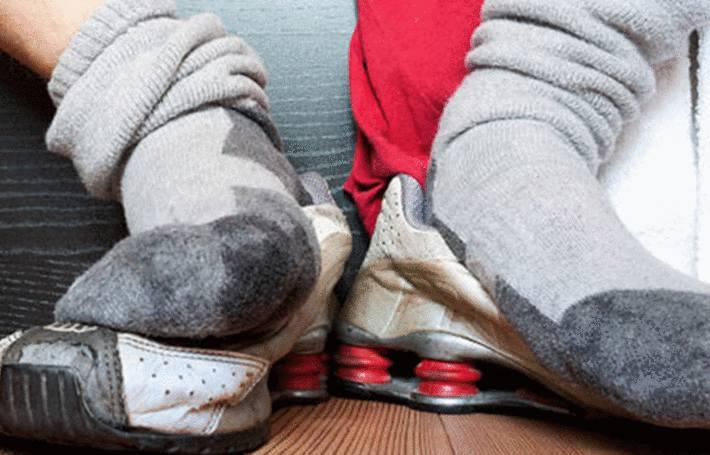 laver chaussettes sales