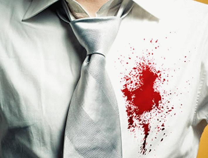 tache de sang seche sur une chemise