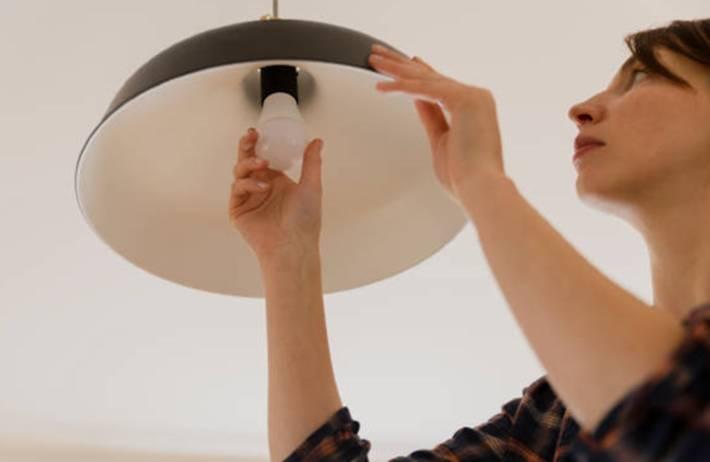 comment nettoyer une lampe en métal