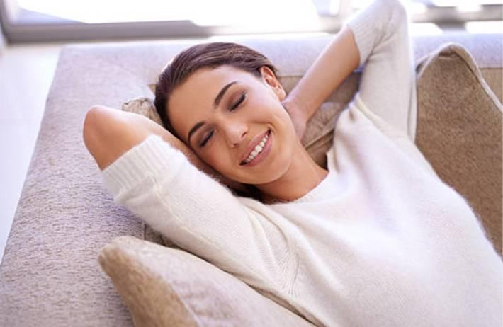 8 conseils et 5 astuces de nettoyage pour entretien canapé microfibre