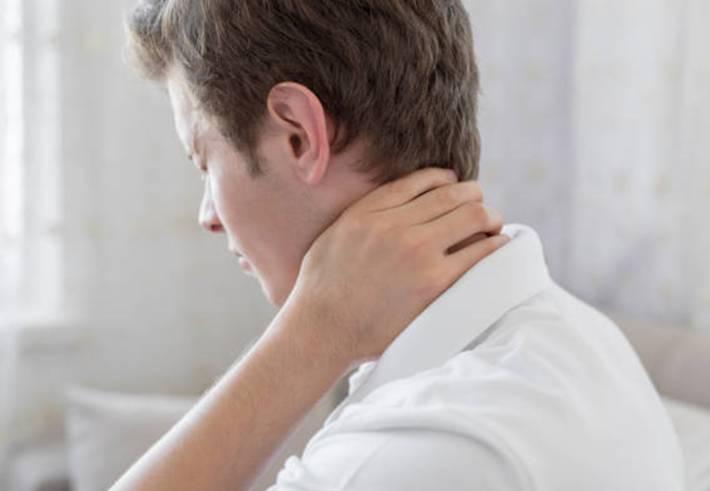 12 remèdes naturels pour traiter douleur cou