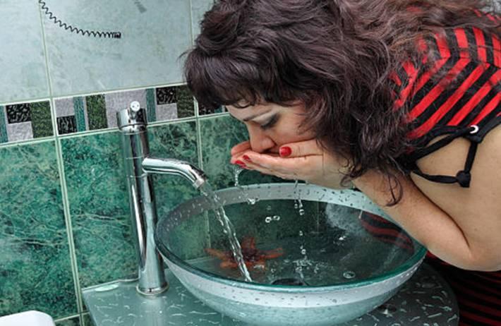 comment nettoyer et entretenir une vasque en verre