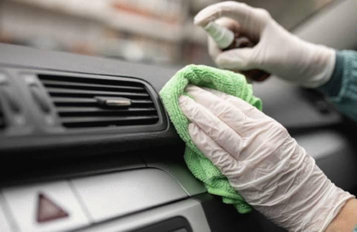 quel produit pour nettoyer et désinfecter plastiques de la voiture