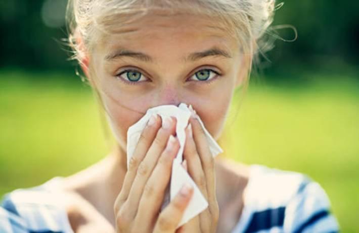 7 remèdes naturels pour traiter le rhume des foins