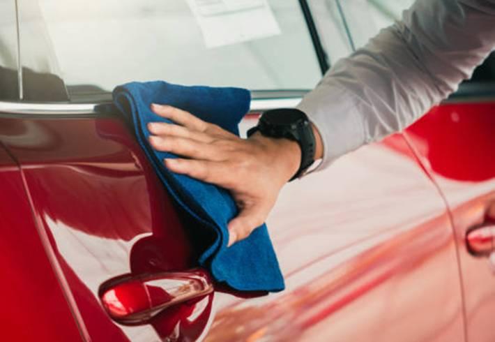 quelle astuce pour enlever toutes les taches sur la voiture