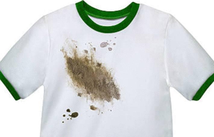 un t shirt couvert de taches de cambouis