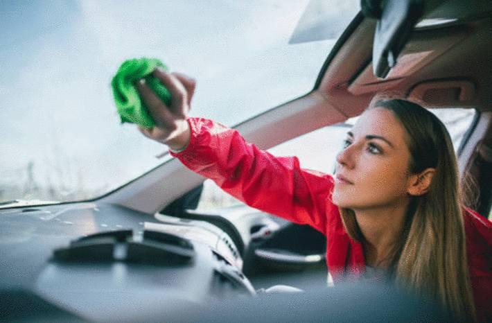 comment désinfecter vitre et parebrise voiture