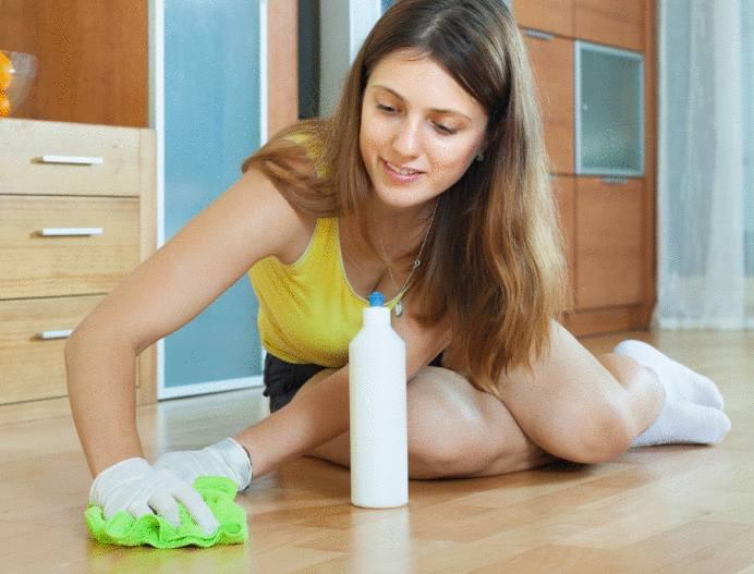 astuce pour nettoyer une tache sur du parquet ciré