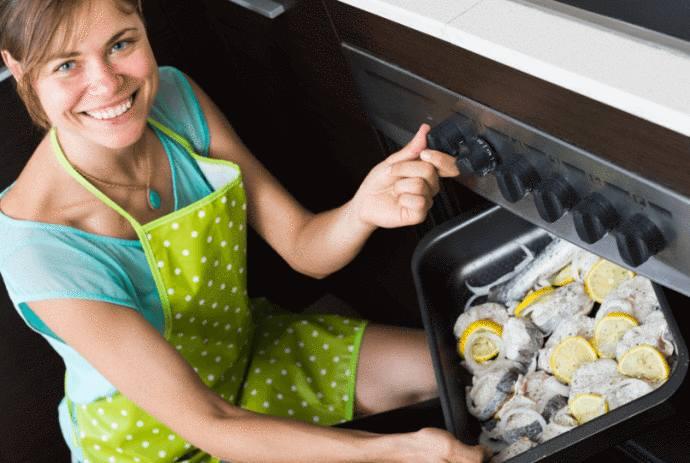 10 astuces pour nettoyer une plaque de four