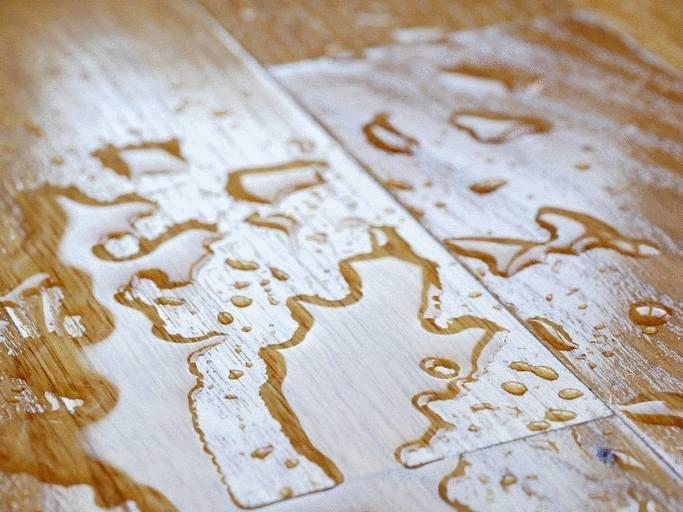 Enlever une tache et nettoyer sa terrasse en bois composite