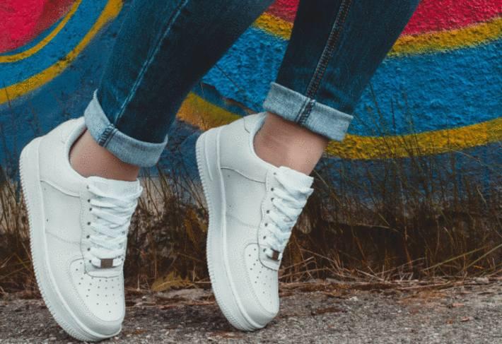 astuce pour nettoyer chaussure blanche en cuir
