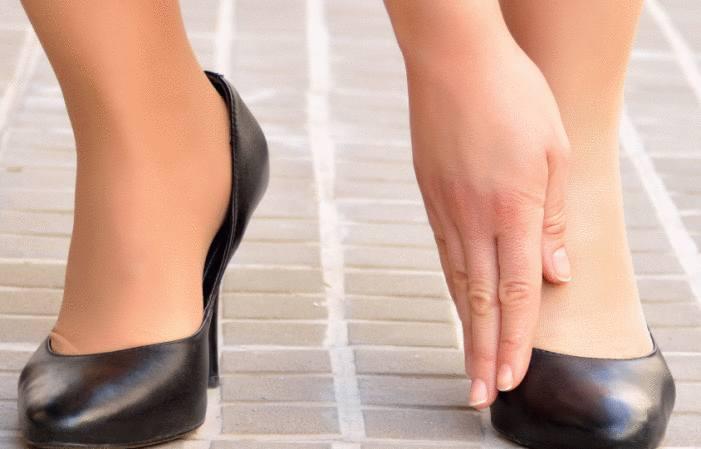 chaussures étroites, chaussure qui déteint