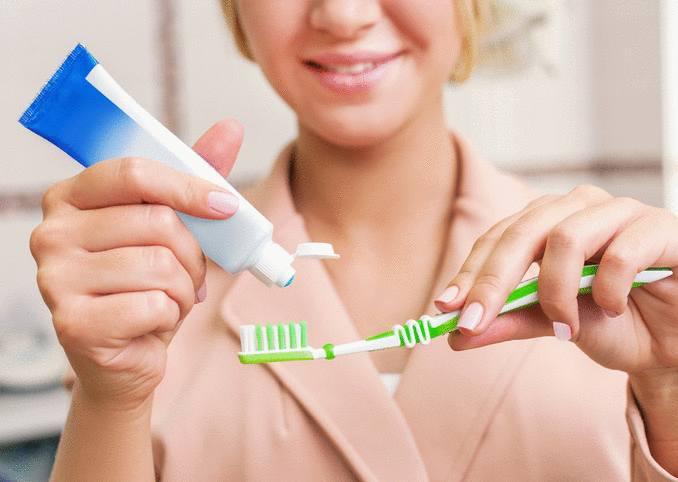 utilisation dentifrice pour nettoyage, santé et bricolage