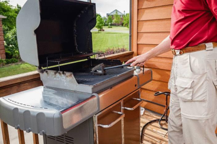 nettoyer tache de graisse sur une terrasse en bois