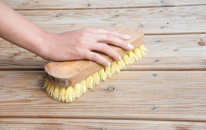 enlever les taches grasses sur terrasse bois