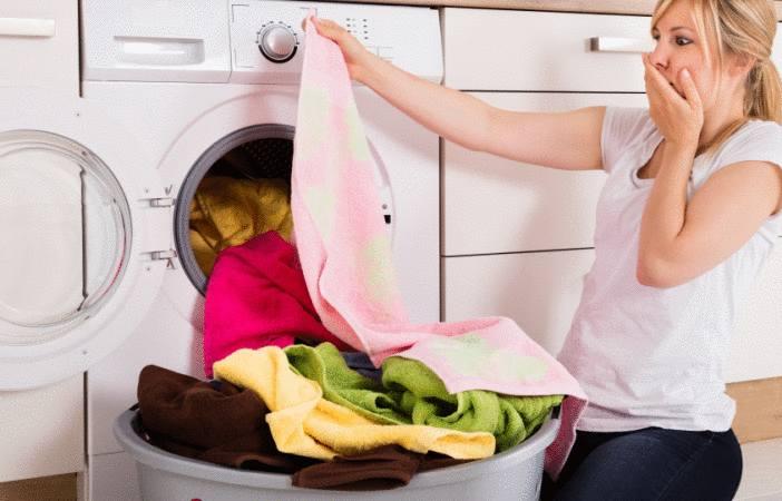 linge qui sort du lave-linge taché que faire