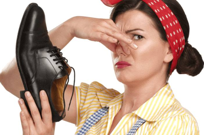 astuce pour enlever odeur chaussures