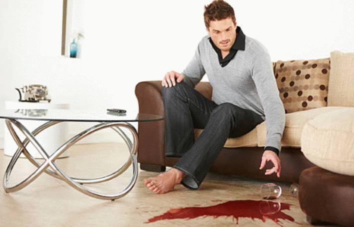quelqu'un a renversé du vin sur le tapis