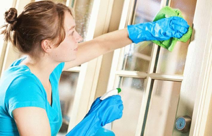 nettoyer une tache de peinture sur une vitre