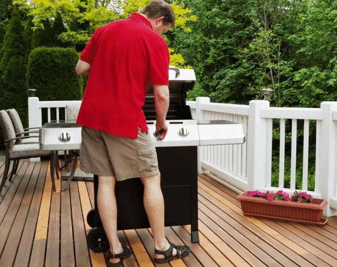 Comment nettoyer et entretenir sa terrasse en bois composite